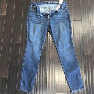 Brand new curvy Hollister super skinny jeans .